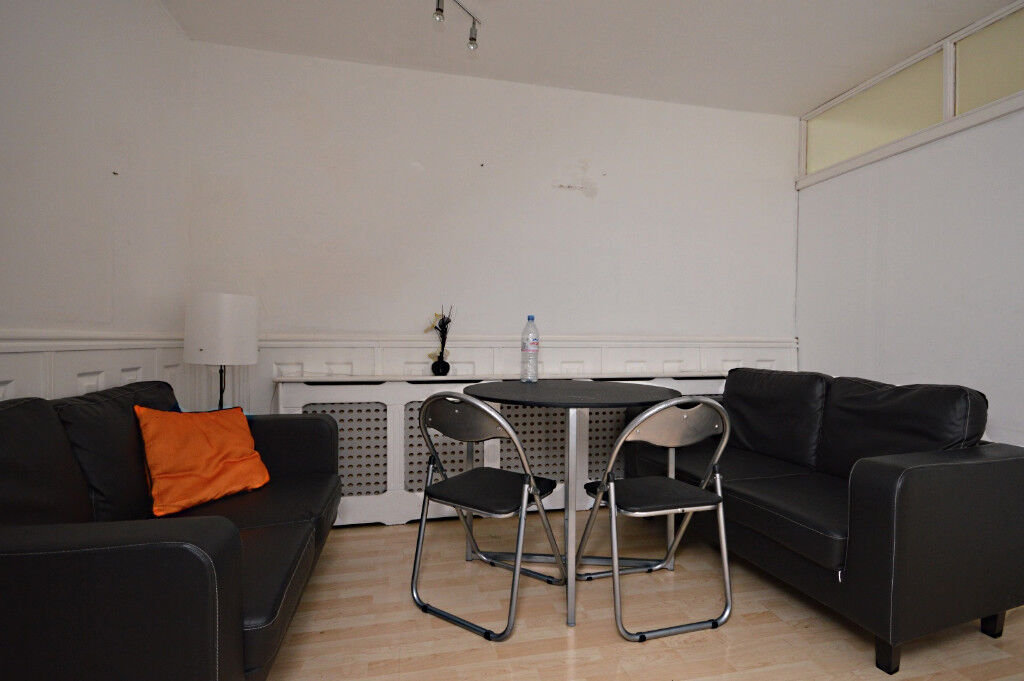 AVAILABLE NOW THREE DOUBLE BEDROOM FLAT AVAILABLE IN E1, CABLE STREET