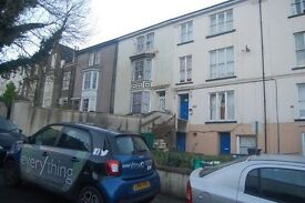 Studio to rent on the top floor of A flat on Clifton place in Newport