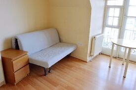 BRIGHT SELF CONTAINED STUDIO FLAT IN THE CENTRE OF ACTON AVAILABLE NOW!