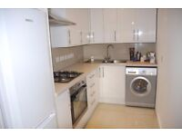 3 bed flat to rent in Ealing common