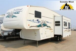 2006 Wildcat 31QBH REAR QUAD BUNK 5TH WHEEL
