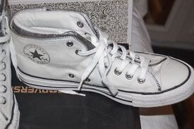 Ladies white converse size 8. Collection from Whitby or can post. Have been worn once. TAKE A LOOk