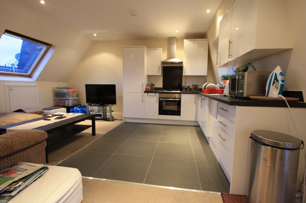 *** DO NOT MISS OUT *** STUNNING 2 BEDROOM APARTMENT IN WIMBLEDON