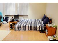 #DSS Accepted-Furnished studio-roomy living space-fully fitted kitchen-en suite bathroom#