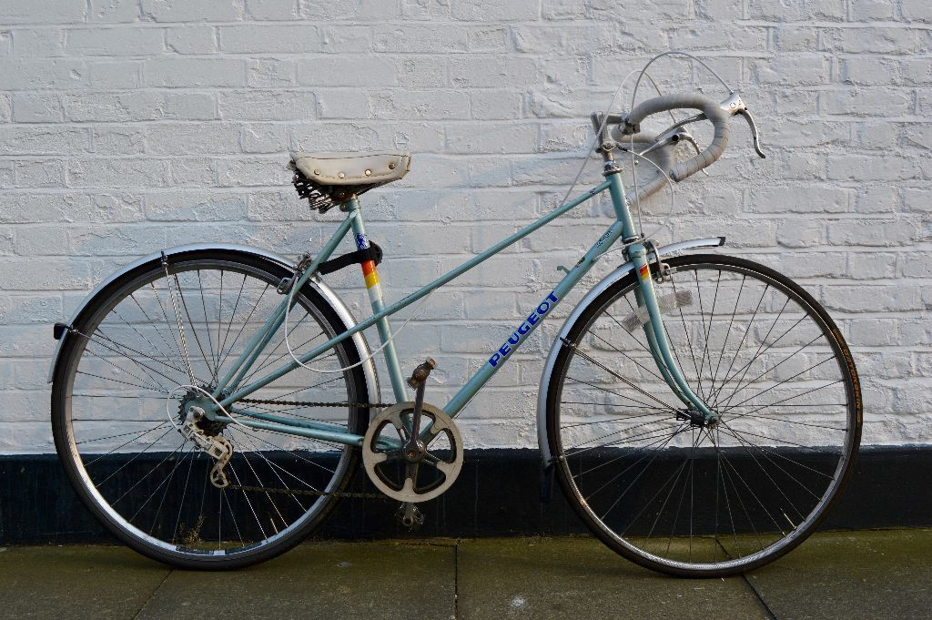 "19.5"" vintage racing bike peugeot riviera from 80s - new wheel and"