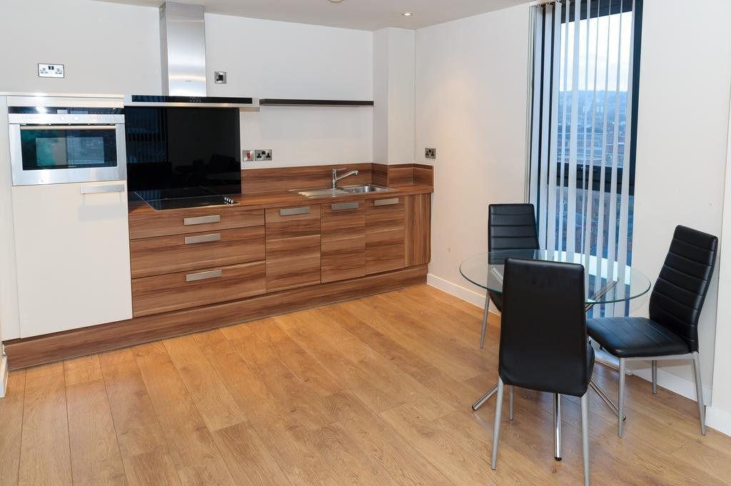 Very Spacious 1 Bedroom Flat in Gants Hill