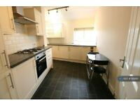 2 bedroom flat in Military Road, Colchester, CO1 (2 bed) (#958161)