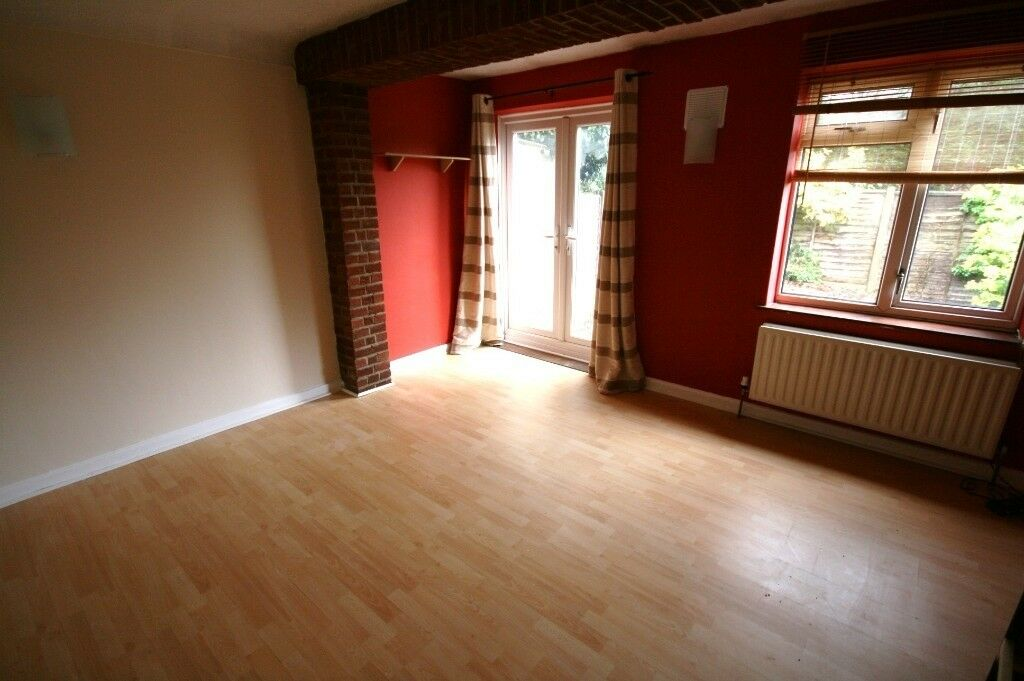 THREE BEDROOM GARDEN MAISONETTE * GROUND FLOOR * REFURBISHED * BENEFIT CLAIMANTS CONSIDERED *