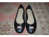Ladies Hunter Flats. Collection from Whitby or can post for a fee.
