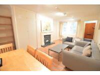 SPLIT LEVEL THREE BEDROOM APARTMENT - MODERN KITCHEN - PRIVATE GARDEN- SHORT WALK TO FINSBURY PARK.