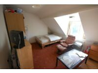 Modern bedsit situated on Chiswick High Road, a short walk from Chiswick Business Park