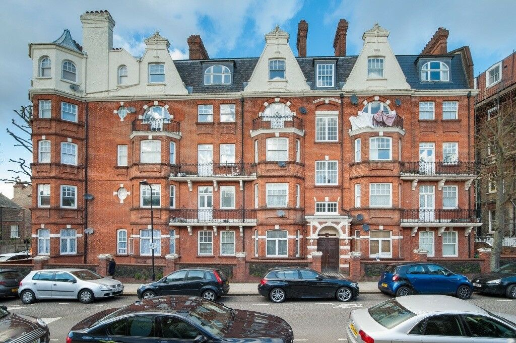Large double bedroom available in a spacious flat in West Hampstead