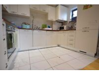 Gated 2 Double Bedroom Riverside Apartment with a balcony in the Heart of Barking IG11
