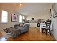 This stunning furnished two bedroom executive apartment a few minutes walk to Bromley South Station