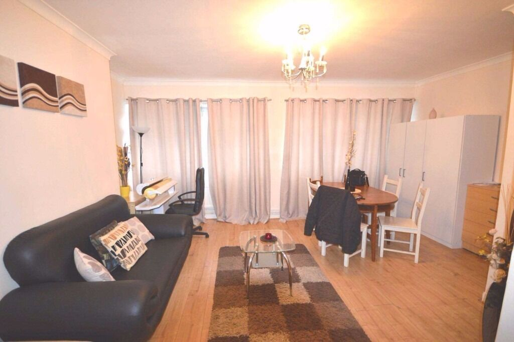 large 3 bedroom apartment, newly refurbished ,7mins walk to Crossharbour DLR & South Quay