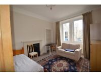 3 bedroom furnished HMO flat to rent on Cathcart Place