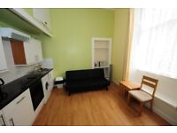 Renovated & Refurbished One- bed city center quiet flat near Meadows & Edin Uni.