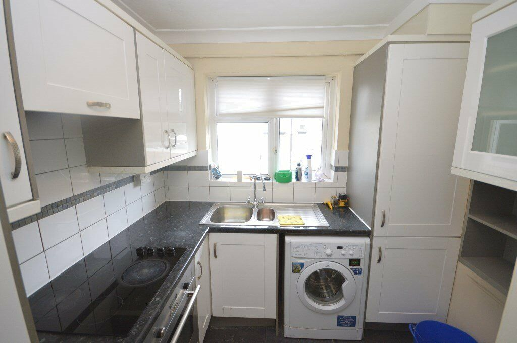 2 bed massionate in barking on blake avenue with garden
