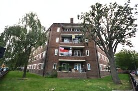 3 bed flat in Mile End