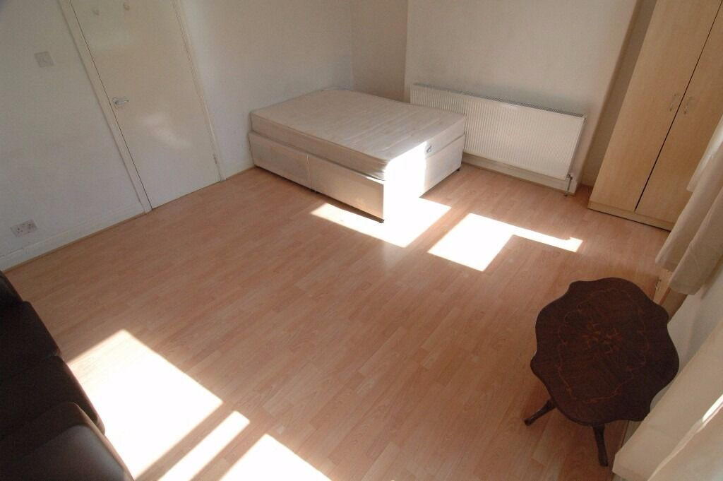 SPACIOUS SELF CONTAINED STUDIO IN CAMDEN minutes from mornington station