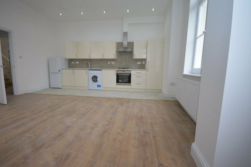 FANTASTIC 2 DOUBLE BEDROOM NEWLY REFURBISHED FLAT NEXT TO CRYSTAL PALACE PARK! VIEW TODAY