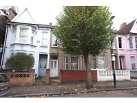 Large bright and spacious 3 double bedroom flat located with separate lounge and fitted kitchen
