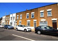 ^ Cosy 4 bed house - Living room - Double rooms