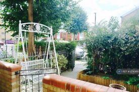 1 bedroom in Whitethorn Street, London, E3 (#874369)