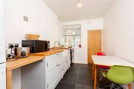 Studio to rent - Shadwell station