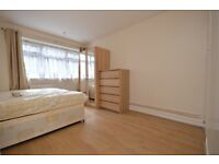 SPACIOUS 3 DOUBLE BED FLAT CLOSE TO CANARY WHARF- TO RENT IN - SOUTH QUAY, E14
