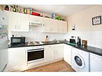 4 bedroom flat in Field Road, Hammersmith, W68