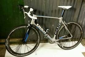 GIANT ALL CARBON ROAD BIKE - TCR ADVANCED 0 + COSMIC CARBONE WHEELS