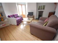 NON-HMO: Very large 3 bed flat with separate lounge and kitchen, available July - NO FEES!