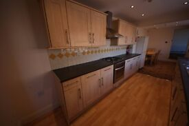 *Available Now* Large 5 bedroomed house with 2 reception rooms, large kitchen and 3 bathrooms