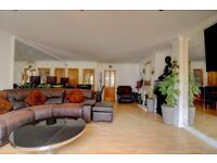5 Bedrooms house with 2 receptions and 3 Toilets and Bathrooms in Romford--Company let allowed
