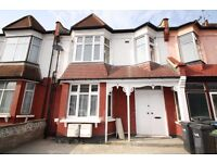 A 3 bedroom, 1st floor flat close to Wood Green underground & Bowes Park mainline stations to let