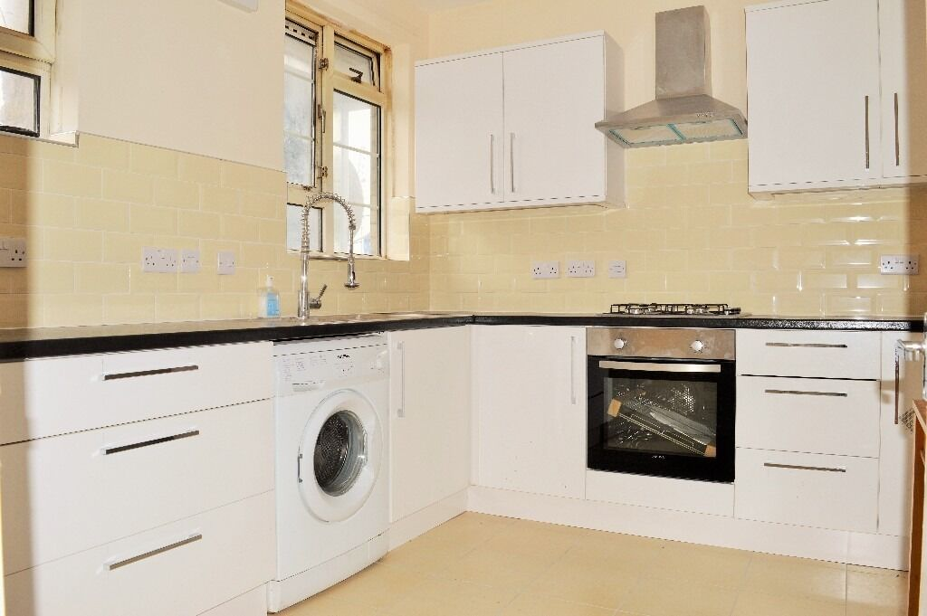 STUNNING THREE DOUBLE BEDROOM FLAT FOR RENT CLOSE TO SHOREDITCH