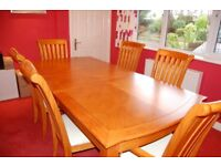 Solid wood extending dining table with 6 chairs (incl 2 carvers)