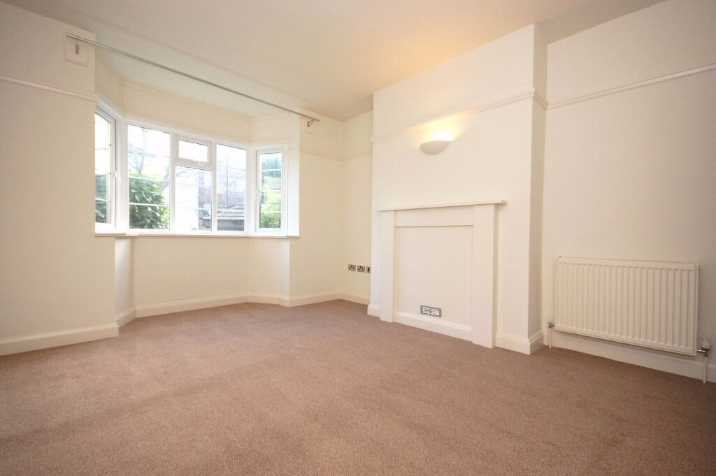 Beautifully refurbished 2 double bedroom ground floor flat close to Streatham Rail Station!!
