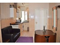 STUDENTS!! DON'T MISS OUT SPACIOUS TWO BEDROOM FLAT AVAILABLE NOW NEAR QUEEN MARY