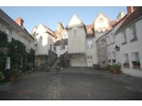 2 bedroom flat, White Horse close . Old Town