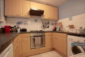 1 bedroom flat in Ashcombe Court, London, SW15 (1 bed) (#1071306)