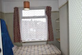 single room available in High Wycombe very closed to town, £365 all inclusive