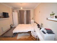 LARGE TOWN HOUSE 4 Great Sized Bedrooms 1 Reception room Furnished Walking Distance to Beckton DLR
