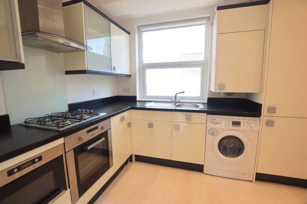 Bright and spacious two double bedroom apartment in Hendon
