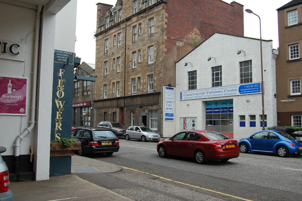 Newington, Causewayside. One bedroomed compact flat in great location, Meadows nearby.