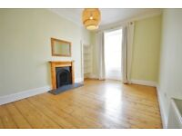 Freshly decorated 2 bedroom 2nd floor flat on Leith Walk - available NOW!