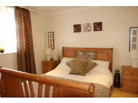 Just come up an immaculate 2 bedrooms flat in a perfect location, close to all amenities. Get it now