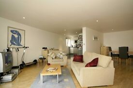 Spacious 2 Bed 2 Bath River Facing Apartment in Canary Wharf, E14, Parking, Balcony, Concierge- VZ