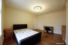 **ATTENTION BOTH MATURE STUDENTS & PROFESSIONALS** LAVISHLY SPACIOUS DOUBLE ROOMS TO LET NEAR TOWN